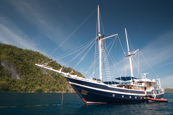 Raja Ampat Indonesia Liveonboard with Lembah option